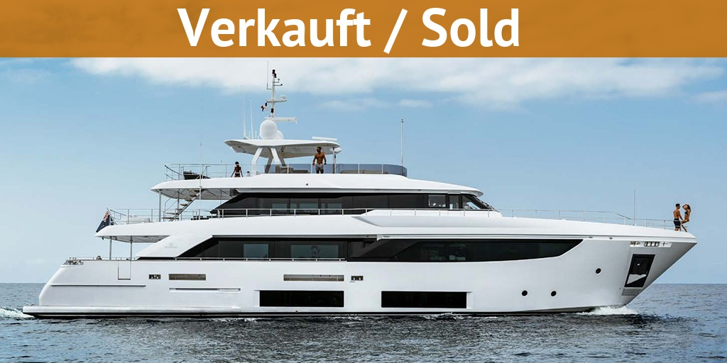 Drettmann Preowned Yachts - Ferretti Custom Line 33 / Ferretti